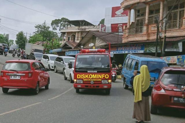 Gunakan Armada Damkar Keliling Bangko, Diskominfo Sampaikan Himbauan Bupati Cegah Corona