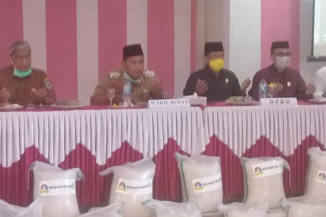 Pemkab Sarolangun Berikan Bantuan Beras untuk 1.862 KK di Kecamatan Singkut