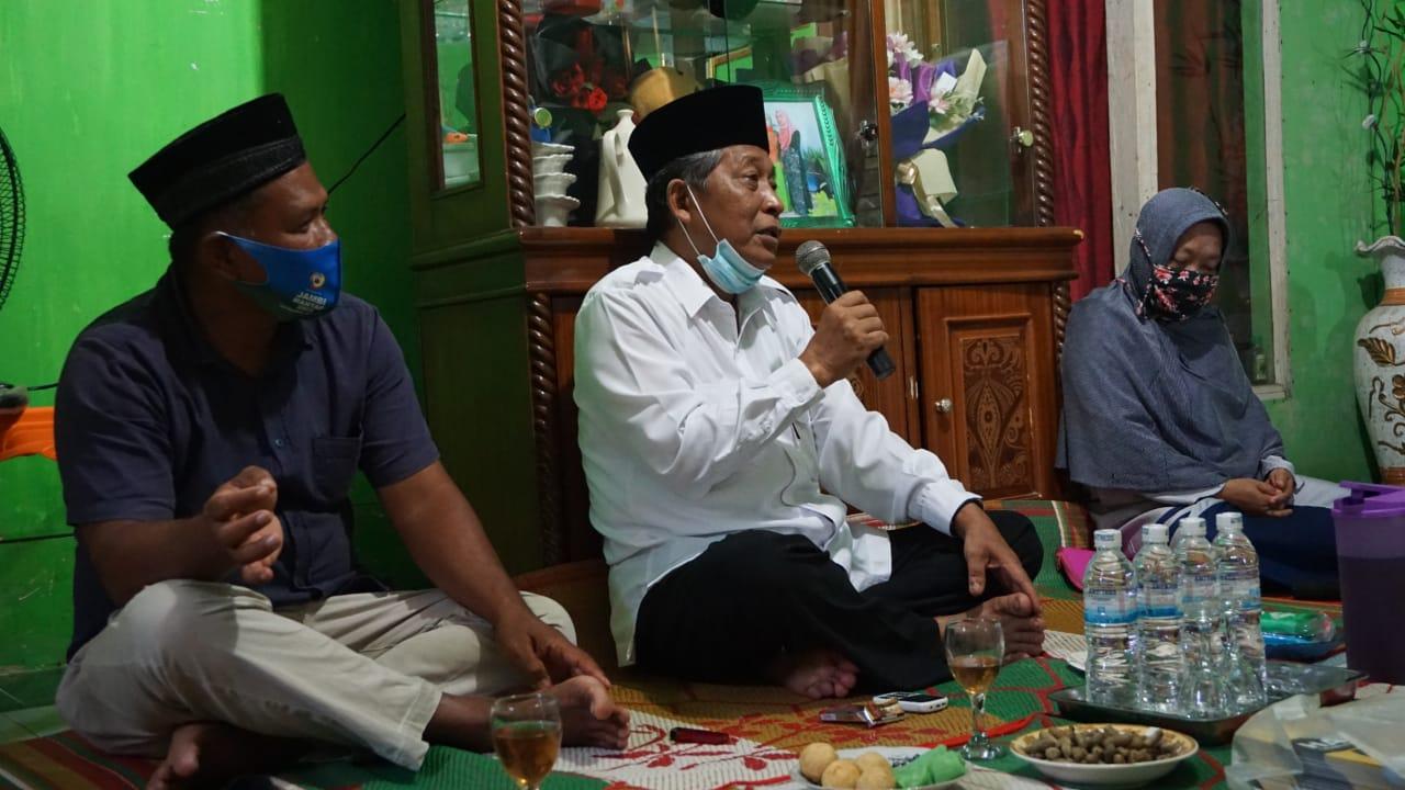Yai Sani saat silaturahmi dengan warga Desa Tanjung Benanak